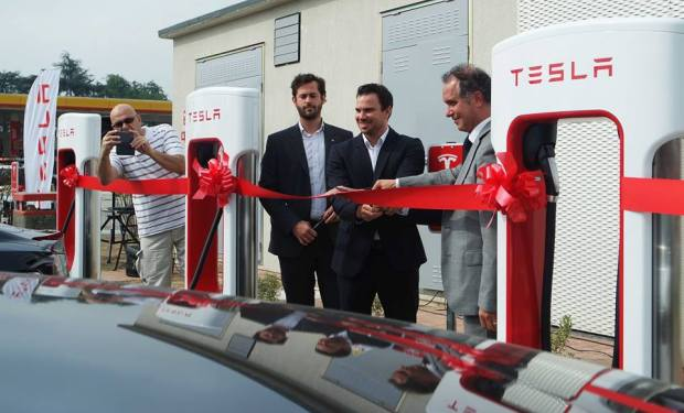tesla_1st_supercharger_italy