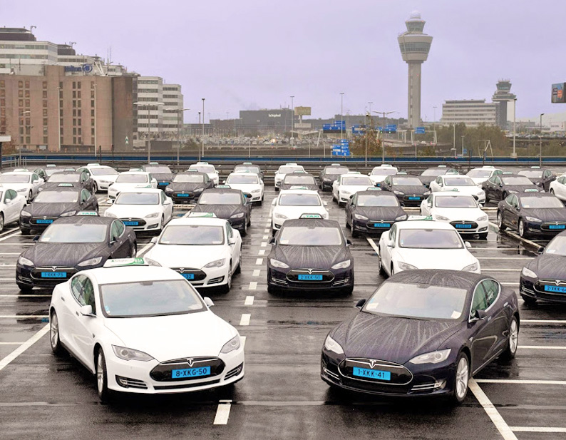 16.10.2014 TESLA taxis in Amsterdam are ready