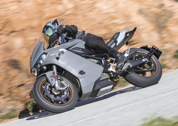 2020-Zero-Motorcycles-SRS-road