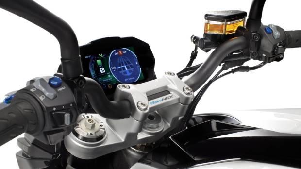 Kimco-Revonex_cockpit