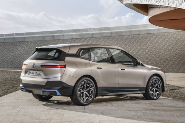 2022-bmw-iX_back